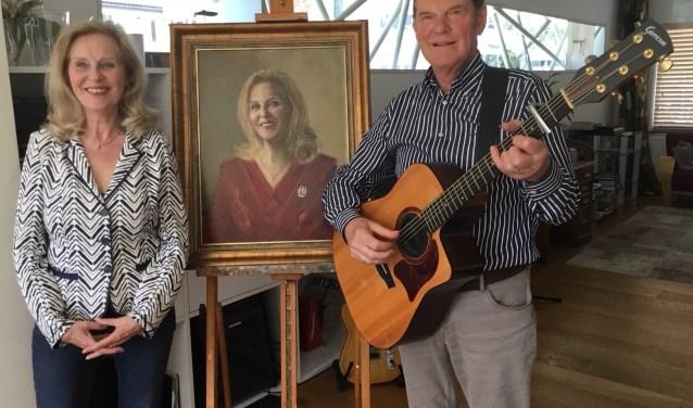 Ed Verstappen verraste zijn vrouw Lida Calis met een door hem geschilderd portret.