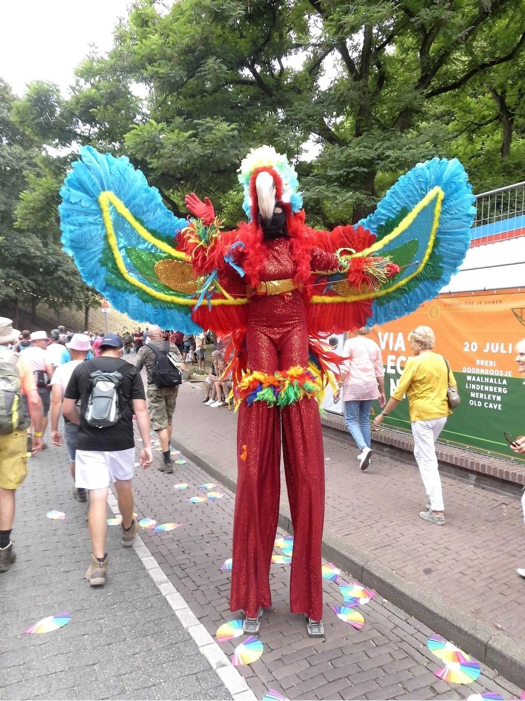 Verklede figuur aan het eind van de tweede dag in Nijmegen.  © Persgroep