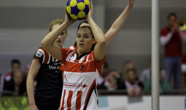 """Jessica Lokhorst in haar Fortuna-tenue: """"Ik had hier gelijk een warm gevoel."""" (Foto: Nathalie Kruidenier, korfbalfoto.nl)"""