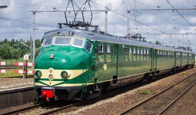 Ome Joop's Tour is gast van een echte Hondekop uit 1960. Deze treinreis is buiten de normale dienstregeling ingepland. (foto: Dick van der Eijk)