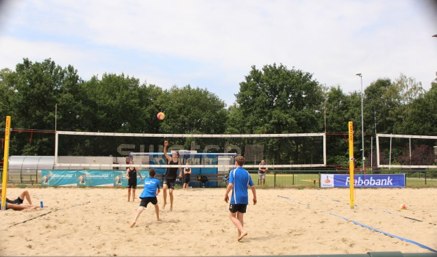 Hier spelen de CLV duo's Van den Brink/Van de Dikkenberg en Van de Meent/Goudsblom tegen elkaar op het NK. (Foto: Sanne Westerterp)