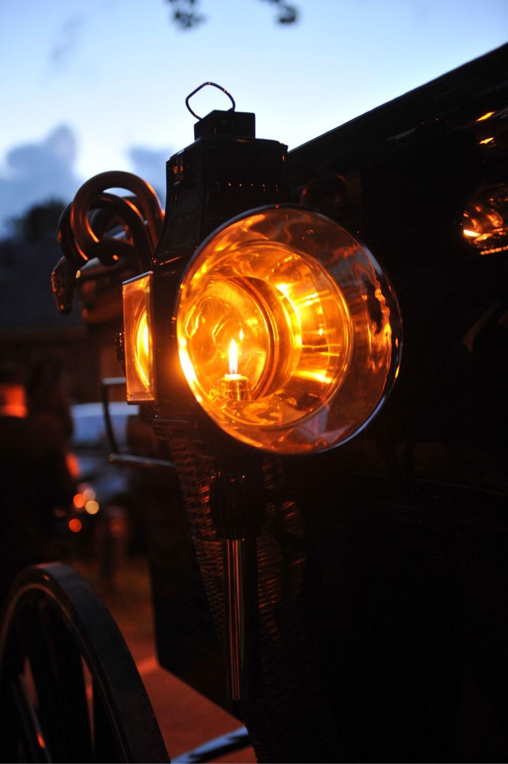 Verlichte nachtrit door de binnenstad Foto: Koetsiersvereniging Achter 't Peerd © Persgroep