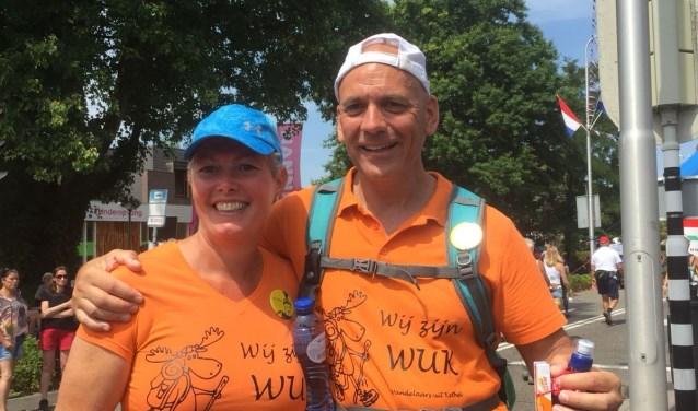 De Raya van Krimpens gingen als 'Wandelaars uit Kethel' naar Nijmegen. Ze liepen viermaal 40 kilometer, genoten en vierden het als overwinning op zijn ziekte. (Foto: PR).