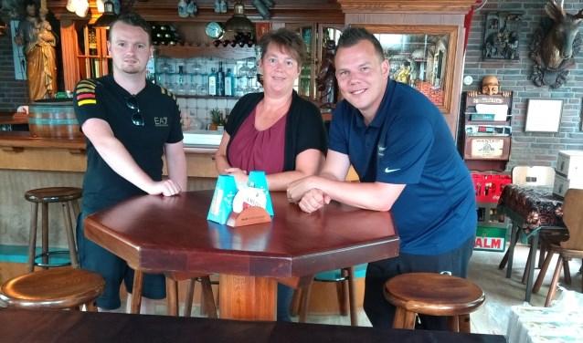 Derk, Shirley en Jordi zijn Aarlanderveners. Ze zijn het erover eens: het dorp is de beste plek op aarde voor jong en oud.