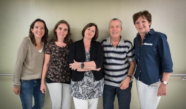 Vlnr: Annemiek Vonk, Liesbeth van Zadelhoff, Chellie Heijmans,  Maarten Stiggelbout en Lilia van der Weijden. Foto: Niek Heijmans