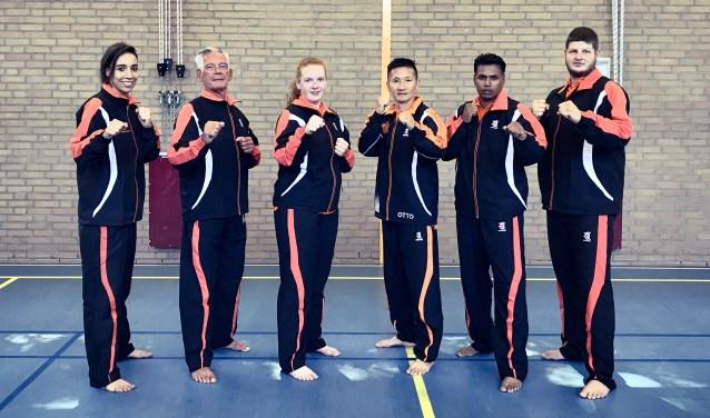 v.l.n.r.: Ilhame el Kafroune, Senior Master Steve Zondag, Britt Troudes, Otto van Elzelingen, Winodj Ramsoebhag, Martin (Beuk) van Straaten.
