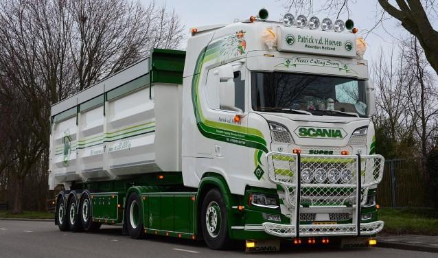 Twee vrachtwagens van Van den Hoeven maken kans om dit weekend op het Truckstar Festival in Assen verkozen te worden tot Mooiste Truck van Nederland.