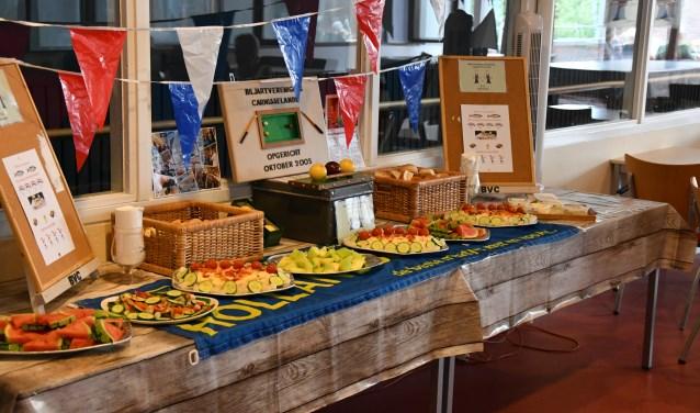Niet alleen haring en kibbeling, ook een compleet saladebuffet zorgde dat de mensen niets te kort kwamen (Foto: PR)