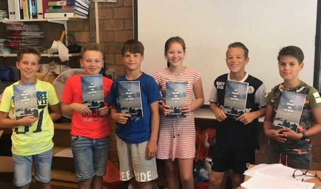 De kinderen van groep 9 van CBS Op Dreef hebben afgelopen jaar gewerkt aan het schrijvenvan een eigen boek. FOTO: PR