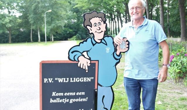 Frans Klerkx van Petanque Vereniging Wij Liggen nodigt iedereen uit om kennis te maken met de sport. Foto Wendy van Lijssel