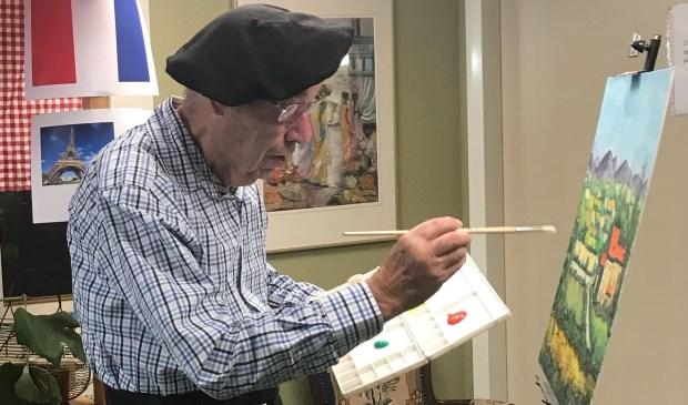 Meneer Van Dam schildert al ruim 30 jaar en heeft inmiddels al meer dan 200 schilderijen gemaakt.