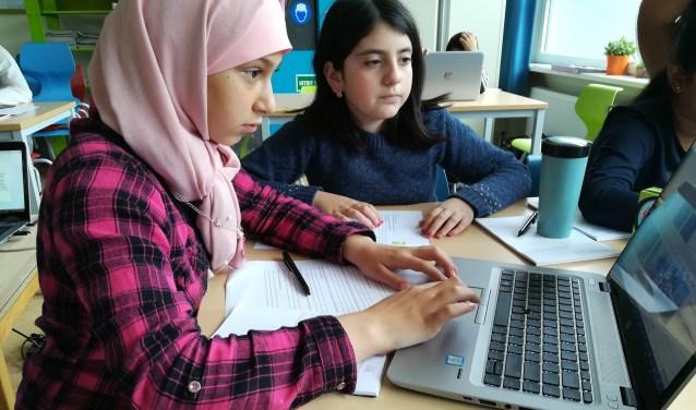 Afgelopen schooljaar besteedde de weekendschool Petje af onder meer aandacht aan hacken. In september gaan de groepen weer van start op vier locaties in Breda en wacht ze opnieuw een boordevol programma.