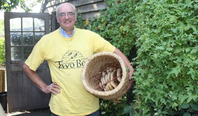 Henk Vernooij. De honing van Imkerij Two Bee is te koop bij onder andere de Kaasspecialist Castellum. Meer info: www.imkerijtwobee.nl