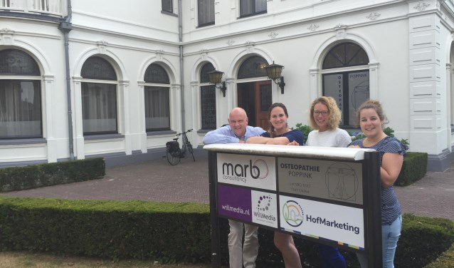 Het team van HofMarketing met van links naar rechts Wilco de Jong, Marriët de Beer, Evelien Meijer en Lionne Wolberink. Eigen foto
