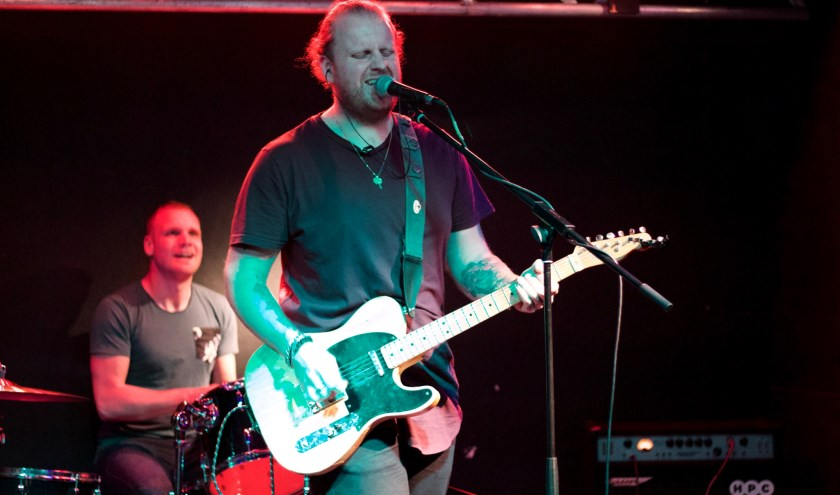 Rick en Stefan van Kaptana presenteren hun EP 'Twelve Hours' tijdens een muzikale avond in de Boerderij.