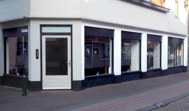 In de vijf etalages van het leegstaande pand aan de Blauwstraat 24 houdt Kunstforum Steenbergen tot 4 november een expositie van een 4-tal leden van fotoclub Brabantse Wal. FOTO: JAN FLINKENFLÖGEL