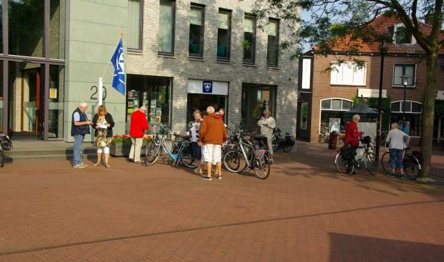 Het vertrekpunt van de fietsvierdaagse is de VVV aan het Kerkplein.