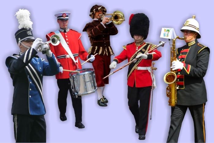 Muziekkorpsen in kleurrijke uniformen treden op tijdens de taptoe.