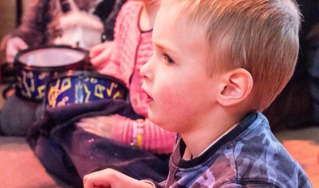 Kinderen leren de basisbeginselen van muziek (Foto: PR)