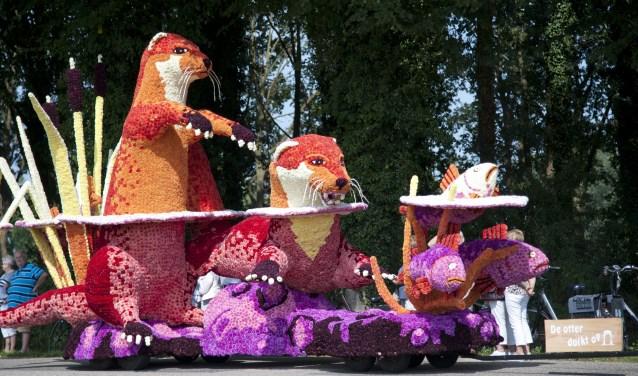 De wagen van Huttenstea tijdens een eerdere editie van het Rekkense corso.