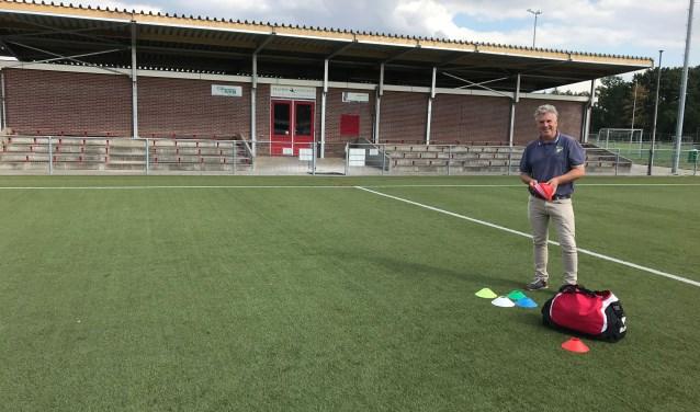 Gerard van de Kamp hoopt oud-leden, sponsors, vrijwilligers en leden het nieuwe tribune dak te kunnen laten zien op zaterdag 8 september.