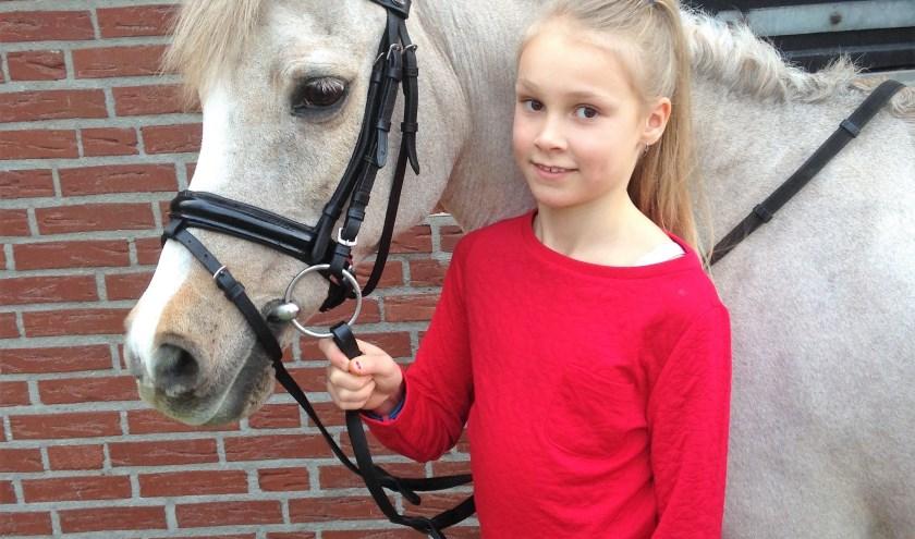 Mayke Leusink werd met haar 31-jarige pony Heurby tweede bij de Gelderse kampioenschappen en nu mag het duo naar het NK.