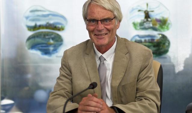 Wethouder Arie Mol op zijn collegestoel in de raadszaal van Binnenmaas. Hij trekt zich per 1 januari 2019 terug uit de actieve politiek. Dat heeft hij dinsdag 7 augustus officieel bekend gemaakt. (foto: Hans Boutkan)