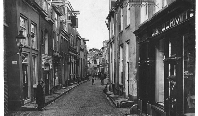Het vooroorlogse winkelstraatje Barlheze.