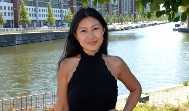 Hoe redt een mooie Chinese vrouw zich in de 'Biblebelt'? Niet dus, want ze woont nu in Den Haag.(Foto: Jos van Leeuwen).