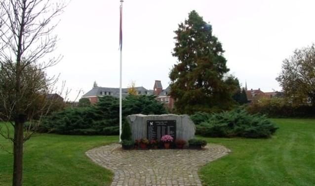 De herdenking van de gevallen Almelose Nederlands Indië en Nederlands Nieuw Guinea militairen is zoals altijd in het Hagenpark