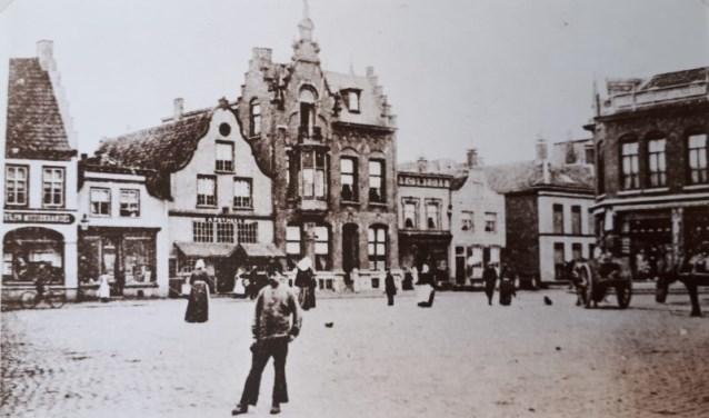 Van de oude herberg, De Swaen, is niet veel meer over. Alleen de kelders bleven bewaard.