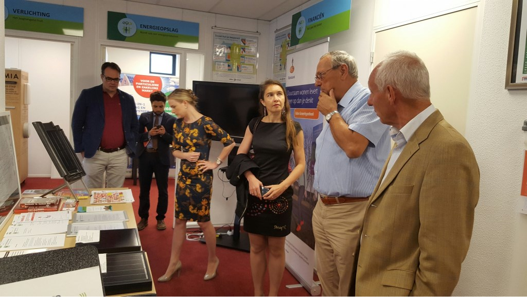 Het bezoek van Anne-Marie Spierings (gedeputeerde van de provincie Noord Brabant). aan het Energiehuis in Helmond.