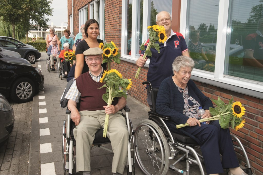 De wandeldriedaagse zit er weer op. Net als voorgaande jaren konden ook rolstoelers deelnemen.