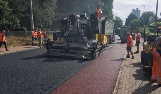 De verwachte levensduur van dit akoestisch geoptimaliseerde asfalt is veel langer. (foto: Eugene van Londen)