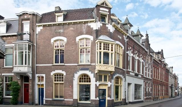 Winkel- woonhuis op de hoek van de Telefoonstraat is (nog) geen monument.
