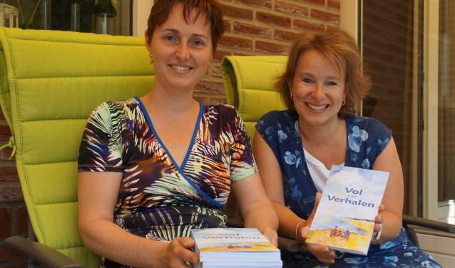 Yvonne Bastmeijer en Susanne Versloot met de succesvolle Bundel vol Verhalen.
