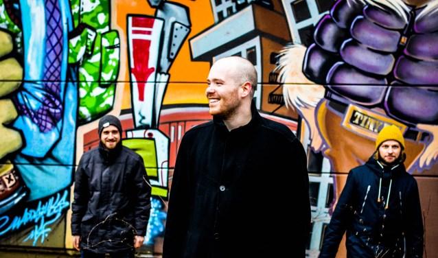 Op 15 juni bracht Mantis in Dordrecht de eerste ep uit: Stereo Invasion. De muziek is iets voor fans van bands als The Black Keys en Rival Sons.