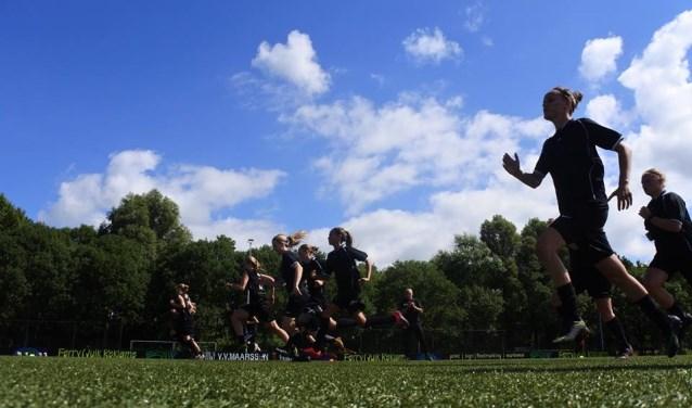 De vrouwen van VV Maarssen zijn in training voor het komende seizoen.