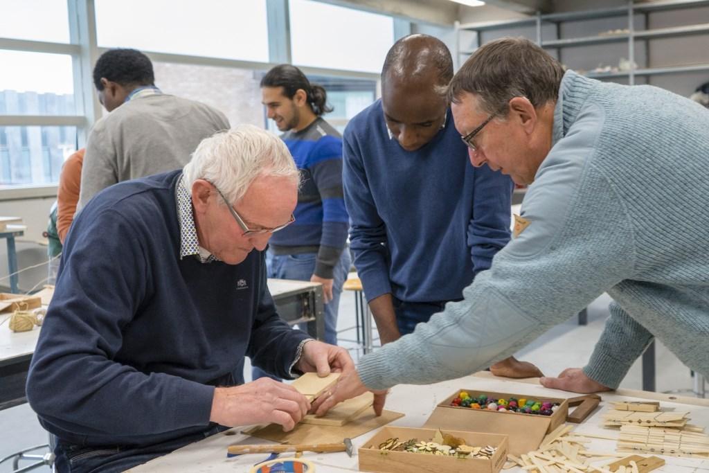 Samen aan de slag in een creatieve workshop Foto: Giovanni Tunzi © Persgroep