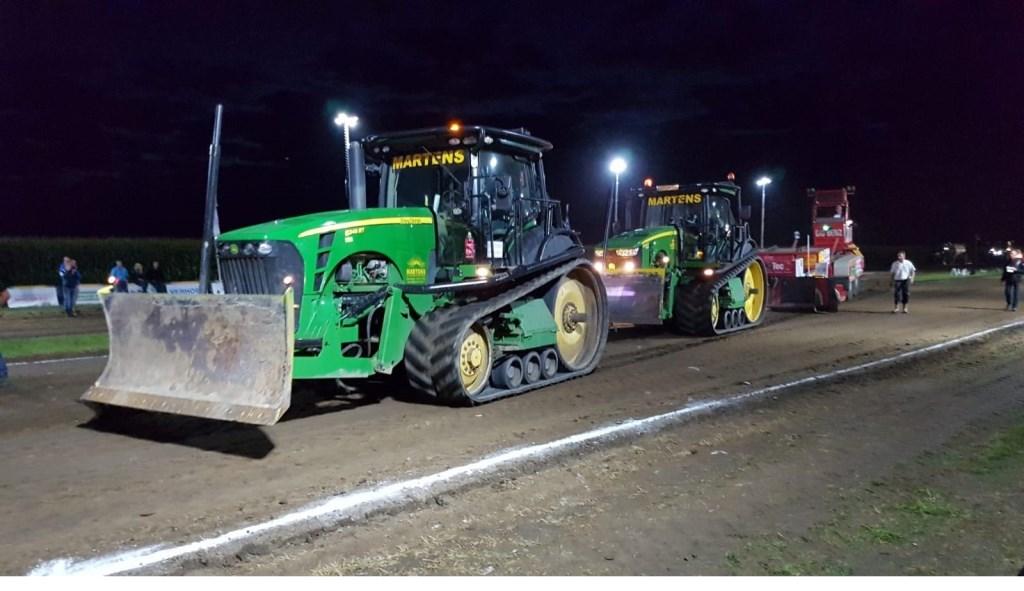 Bij de DUO trek op zaterdag zitten er twee tractoren voor de sleepwagen.