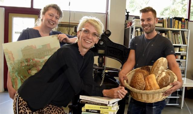 Coretta Bakker, Wende van der Heide en Nick Faken zijn klaar voor het nieuwe culturele seizoen van de Chocoladefabriek. Foto: Marianka Peters