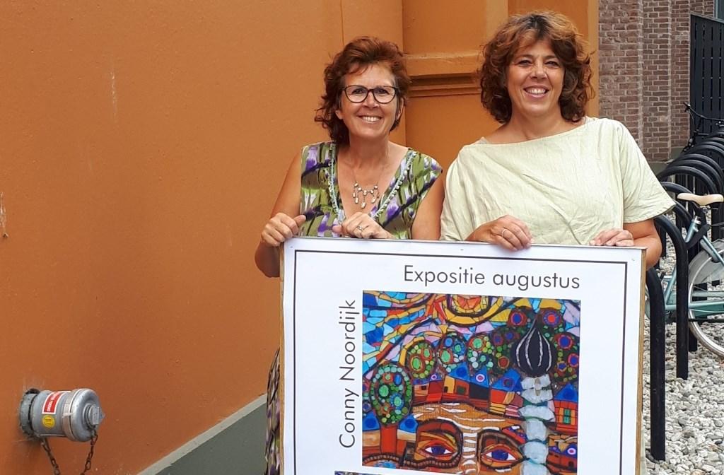 Conny Noordijk en Patries Martens van mozaïekvereniging Stukjes aan de Singel in Schiedam exposeren op Hodenpijl.