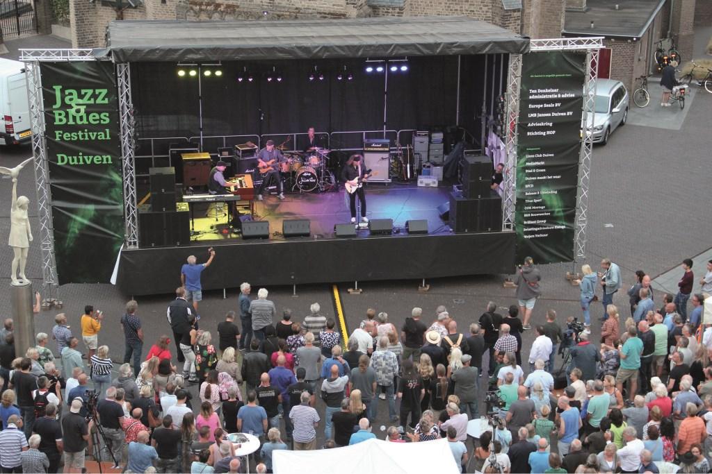 Het optreden van de Julian Sas Band zondagavond op het Remigiusplein. Pas na drie toegiften kwam er een eind aan.