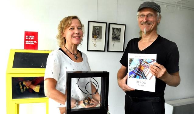 Mirjam Welling en Han Gesink houden een familie-expositie in Galerie 21 Breedenbroek. (foto: Roel Kleinpenning)