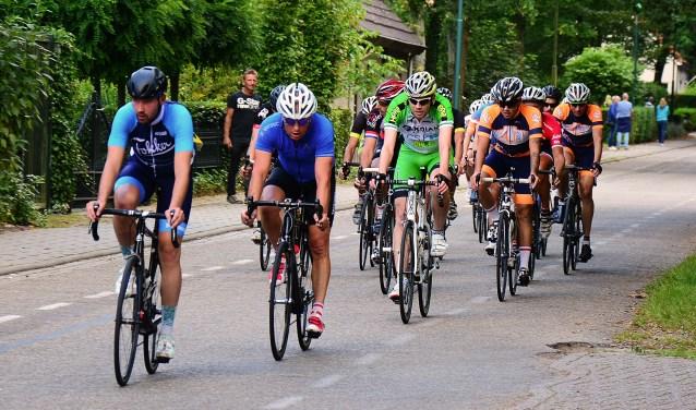 Tijdens het jaarlijkse Wielerweekend Calfven in Ossendrecht wordt zaterdag 1 september voor de 12e keer de wielerronde voor vrije renners gereden. Iedereen kan hieraan meedoen, want er is geen licentie voor nodig.