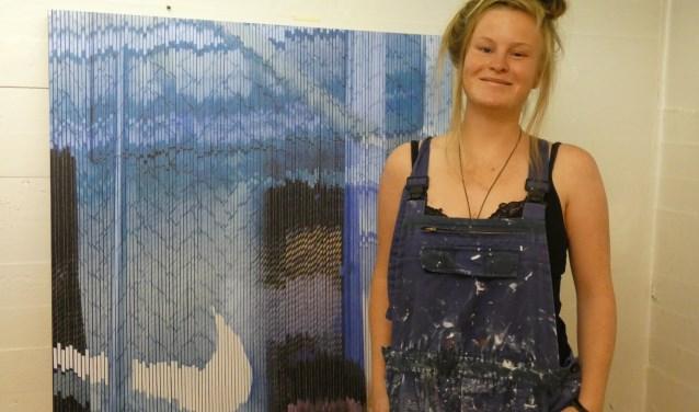 Loes van Roozendaal in haar atelier. (Foto: Adriënne Nijssen)