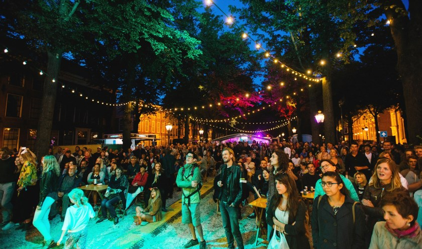 Op zaterdag 1 september vloeit het Embassy Festival op het Lange Voorhout om 20.00 uur over in de UIT Nacht. (Foto: Parcifal Werkman)
