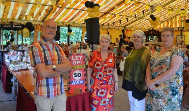 Het huidige bestuur: Rien Krabshuis, Lenie Schouten, Betty Dieleman en Jeannette van Os. FOTO: Ben Blom