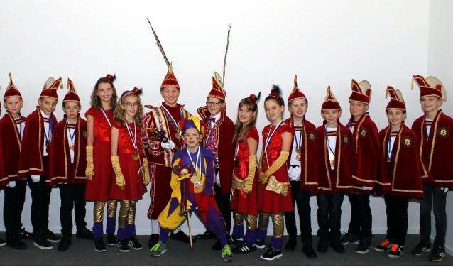 Jeugdraad, prins, adjudant & jeugdnar seizoen 2017/2018. (foto: Emmy Kolkman)