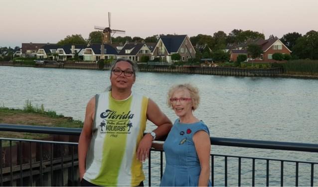 Frank Wissink en Nelleke Slotboom houden een open ochtend yoga in Capelle aan den IJssel.
